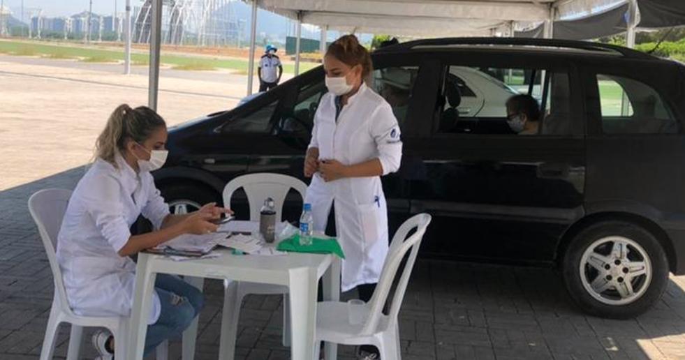 Secretário municipal de Saúde do Rio, Daniel Soranz, confere trabalho dos universitários da Unigranrio durante visita rápida ao Parque Olímpico