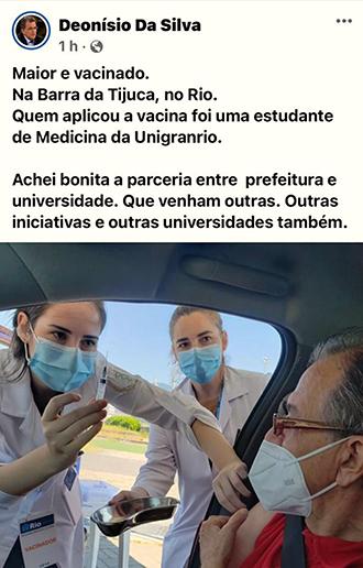 """O escritor Deonísio da Silva, que comanda a coluna """"Sem Papas na Língua"""", na Rádio BandNews, foi vacinado por uma aluna da Unigranrio"""